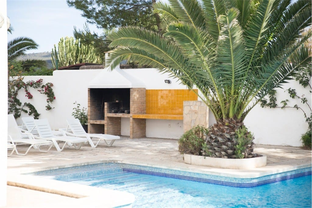 Built in BBQ next to pool at Villa Maria