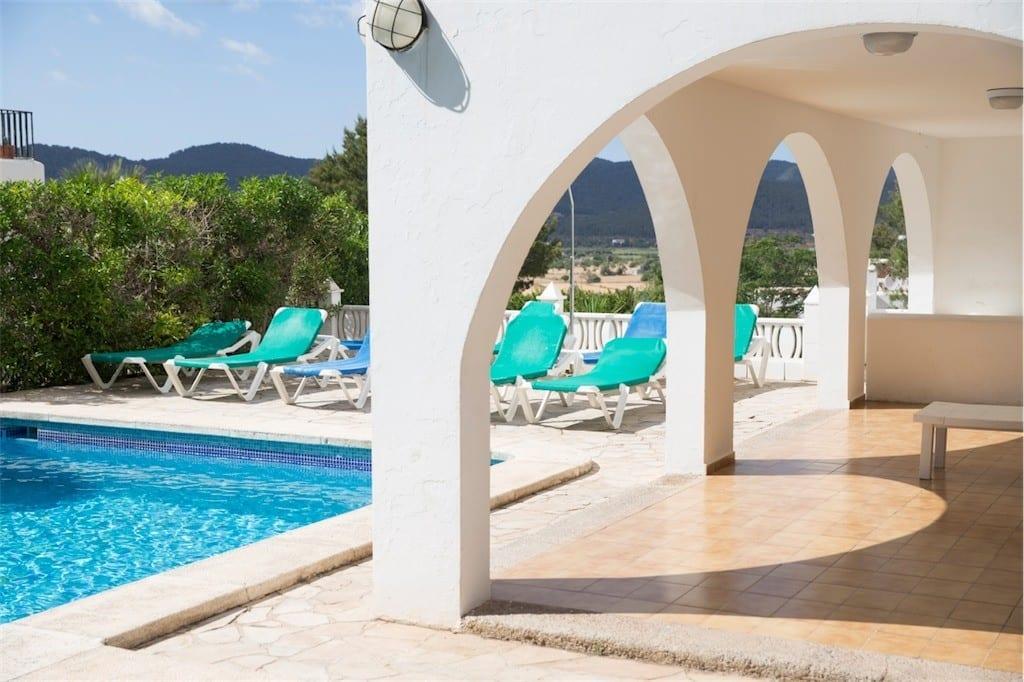 Sun loungers at Villa Maria next to pool