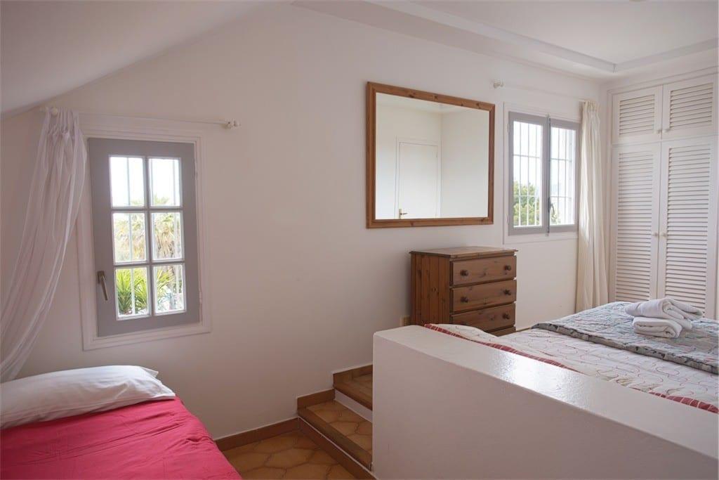 Split level triple bedroom at Villa Maria