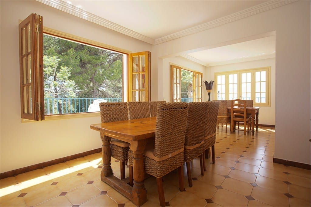 Large dining room with access to terraces