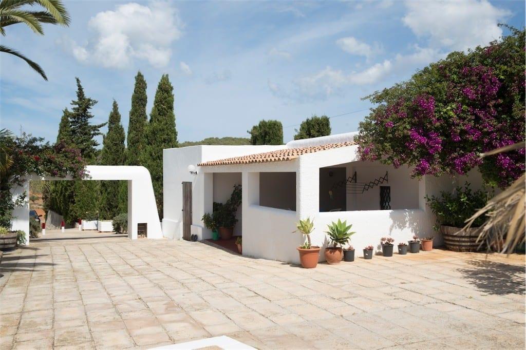 Annex building at Villa Nieves