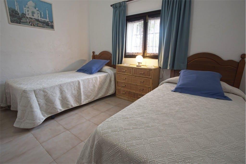 Spacious Twin bedroom at Villa Nieves