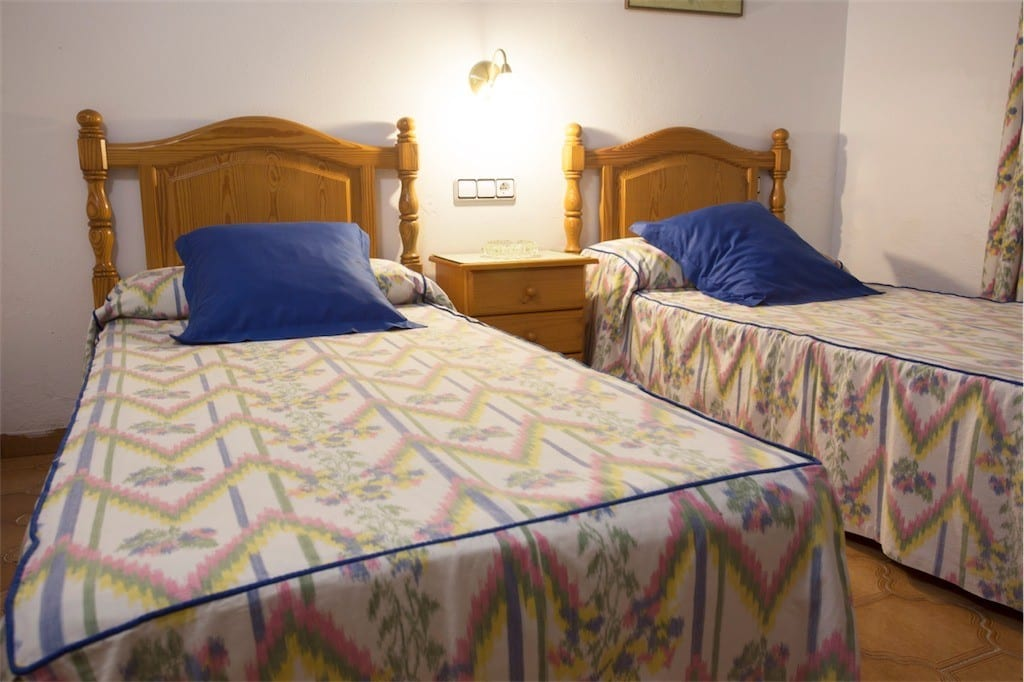 Twin bedroom with wooden headboard