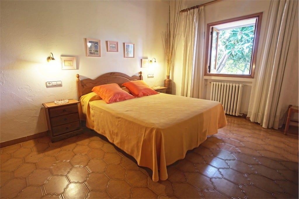 Large double bedroom with window overlooking garden