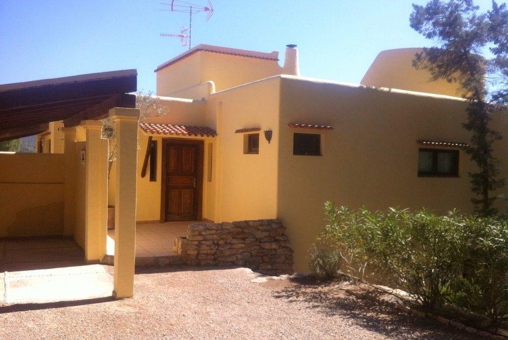 Front view on Villa Los Olivos