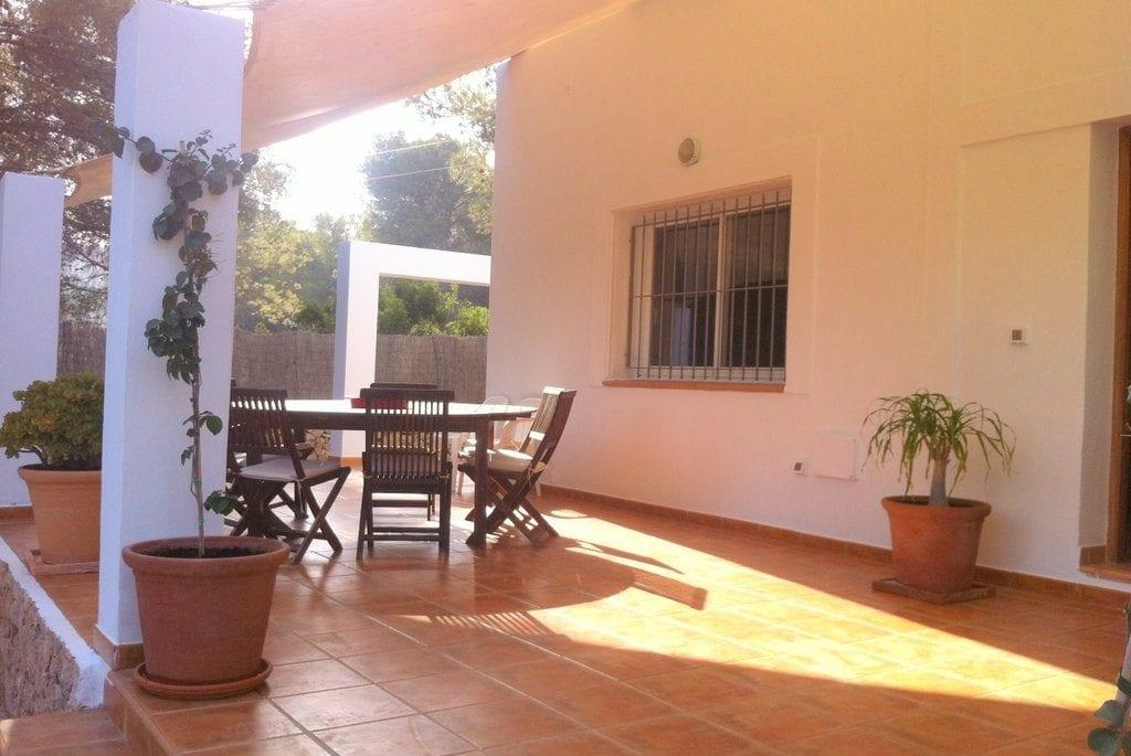 Outside dining at Villa Tinto
