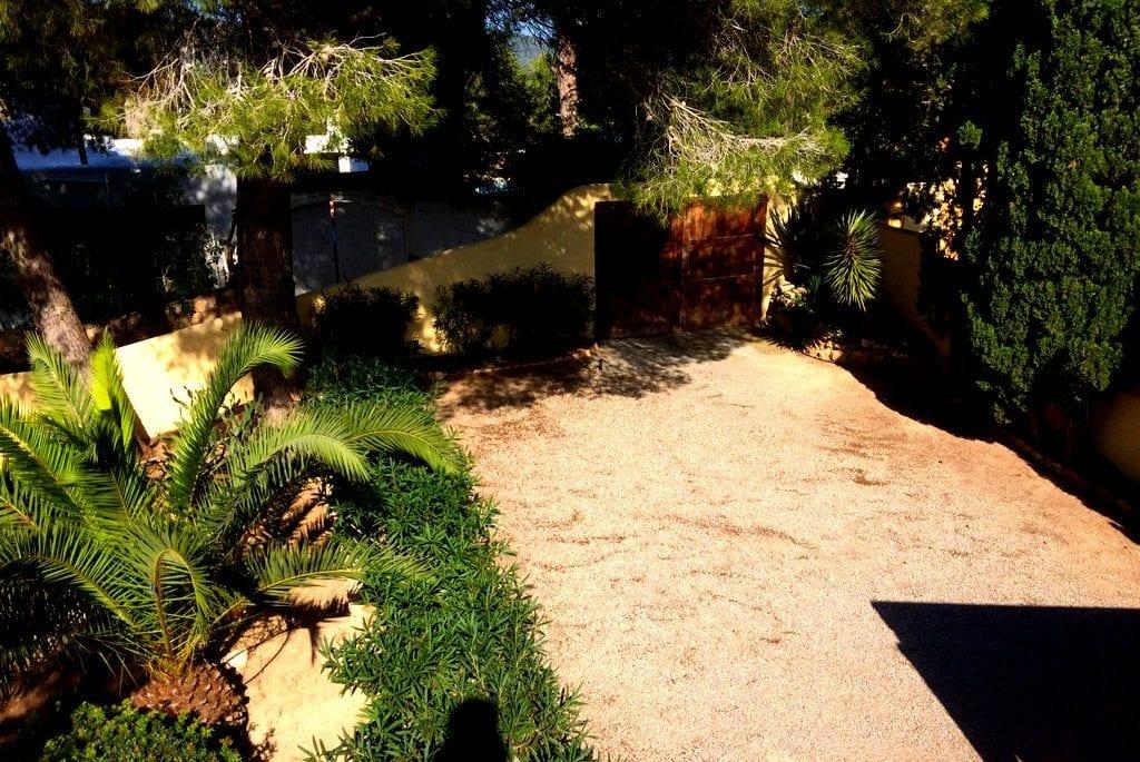 Many shrubs and trees in garden at Villa Los Olivos