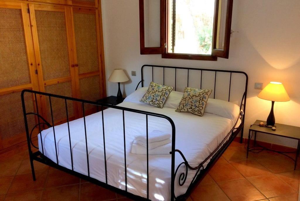 Spacious double bedroom and built in wardrobes