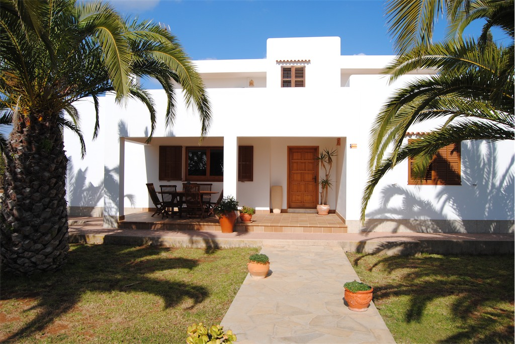Entrance to Villa Ania near Playa den Bossa.