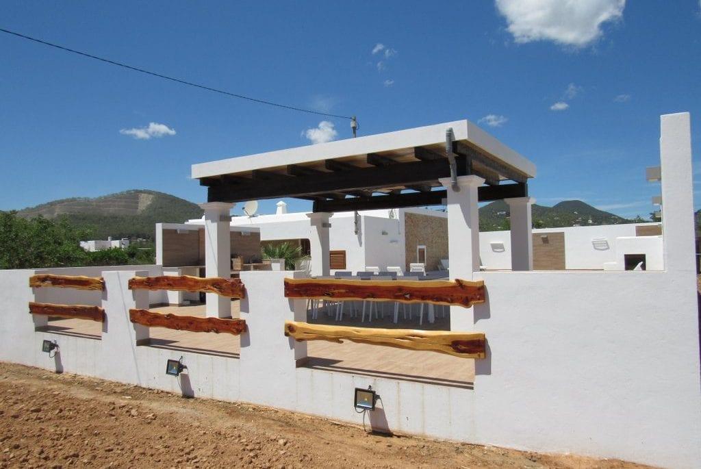 Rustic fence at Villa Pep Luis in Ibiza