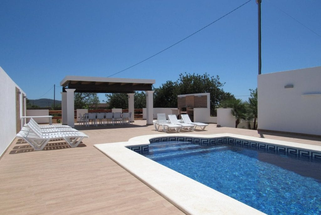 Pool and terraces with sun loungers