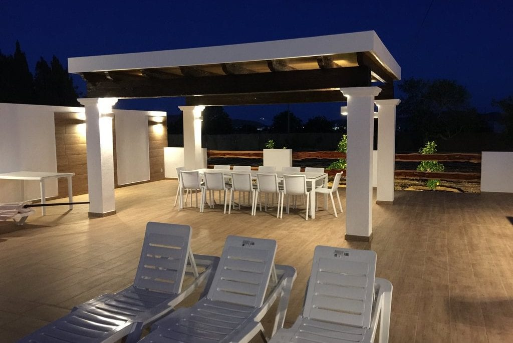 New covered terrace and outside dining by pool