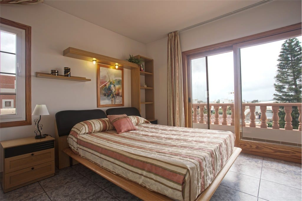 Lovely double bedroom with large terrace