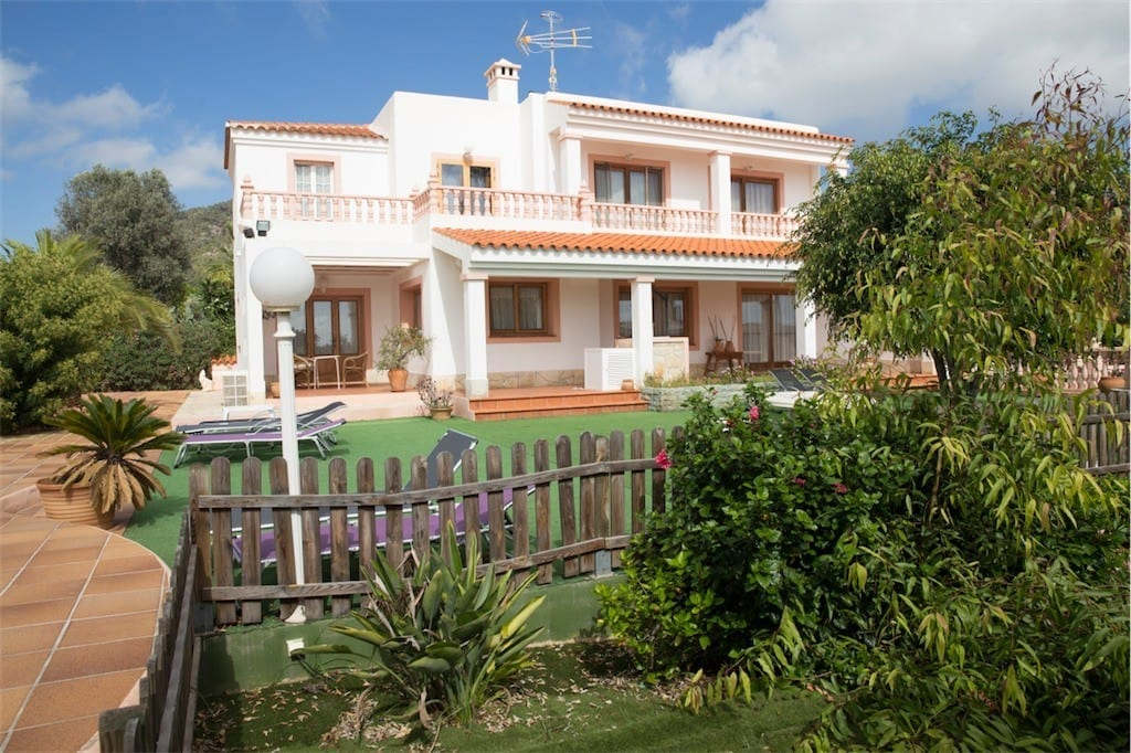 Large white villa near to Playa Den Bossa