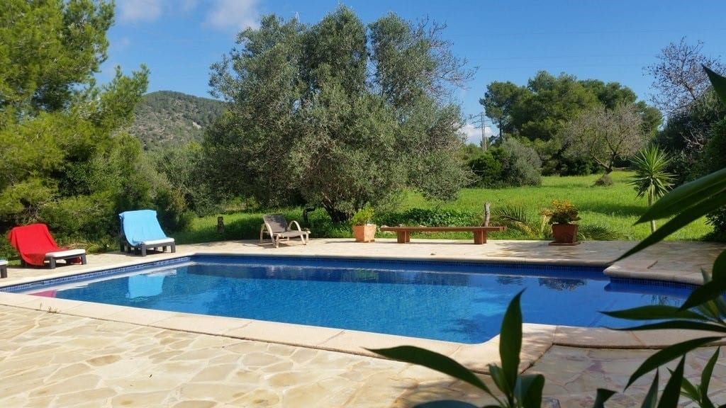 Tranquil setting for Villa Tintos pool