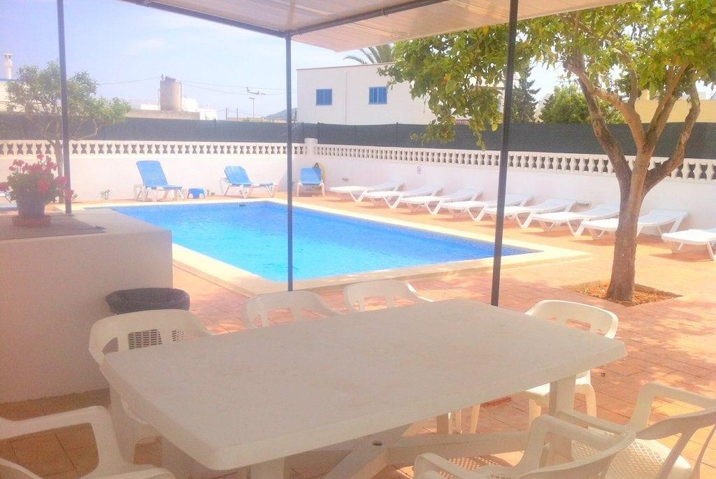 Plenty od room for sunloungers at Villa Torres