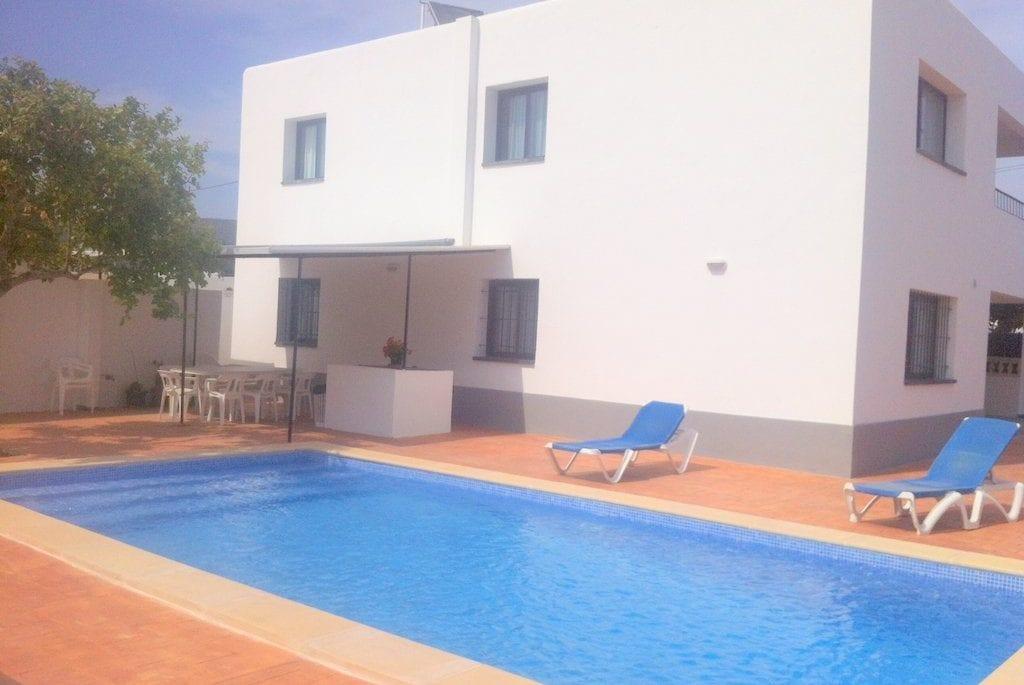 Large villa sleeps 16 comfotably near to Playa Den Bossa