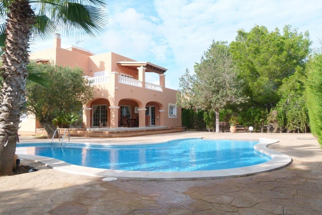 Stunning 6 bedroom villa near to Playa Den Bossa