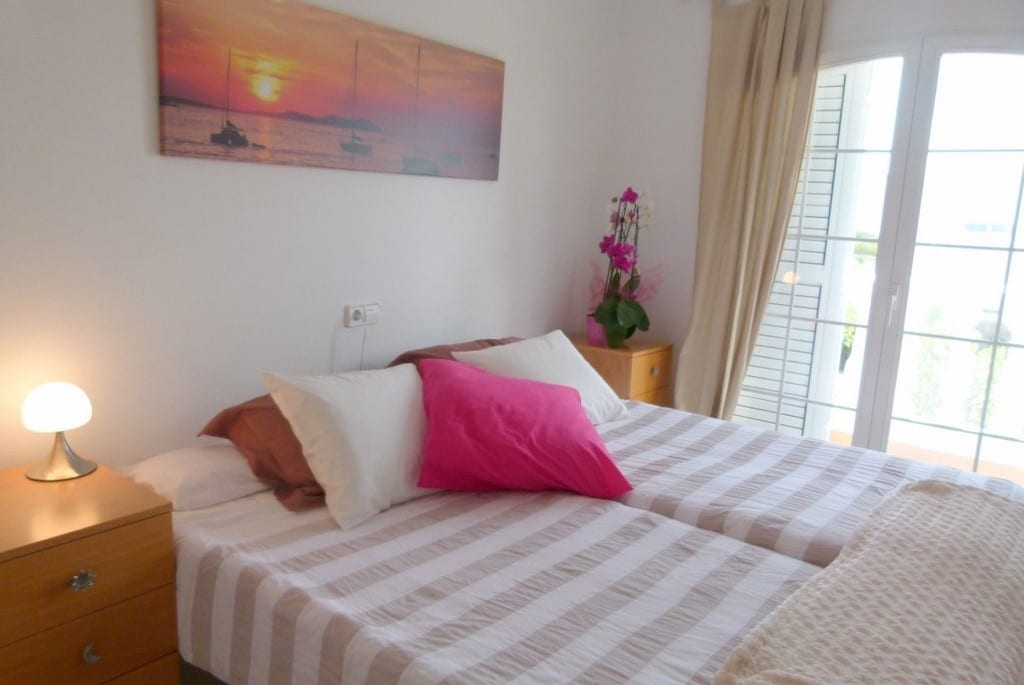 Twin or double bedroom at Villa Oasis