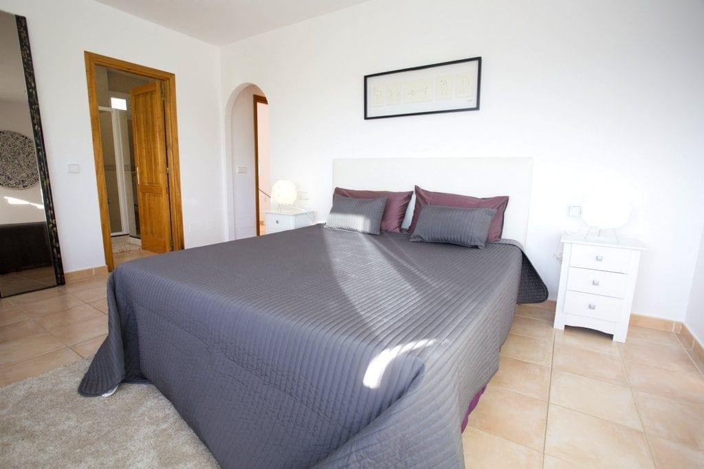 Large Master Bedroom with en suite shower room