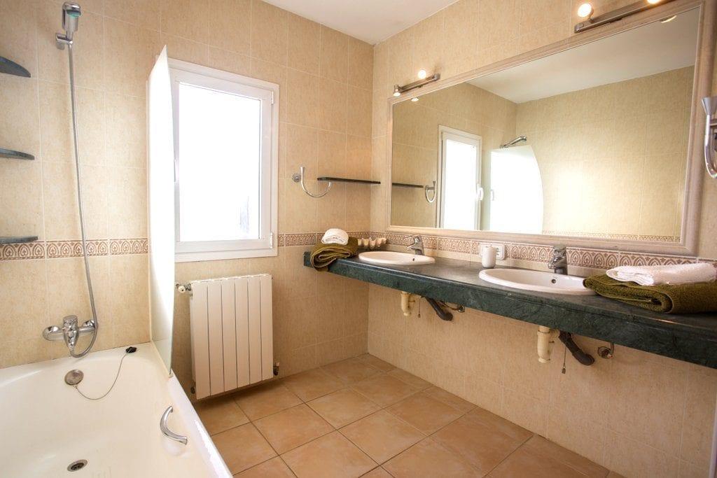 Large tiled Bathroom at Villa Louisa