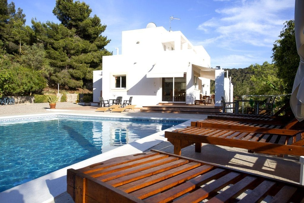 Large pool in front of Villa Louisa
