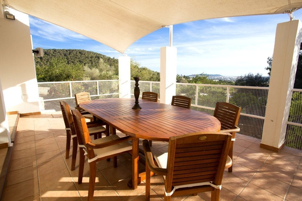 Covered Terrace with large wooden table and chairs for dining al fresco