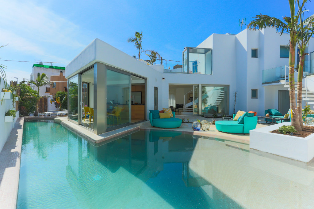 Luxury ibiza villa in the centre of playa d 39 en bossa for Villas ibiza