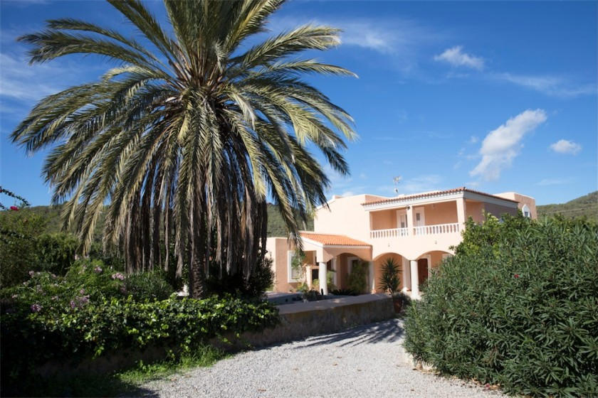 Ibiza villa rental discount week 18