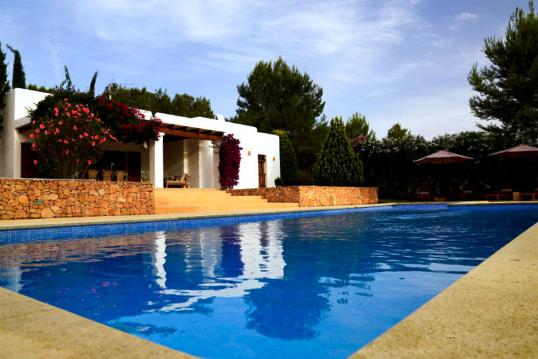 rent a cheap ibiza villa 2018 - villa Tegui