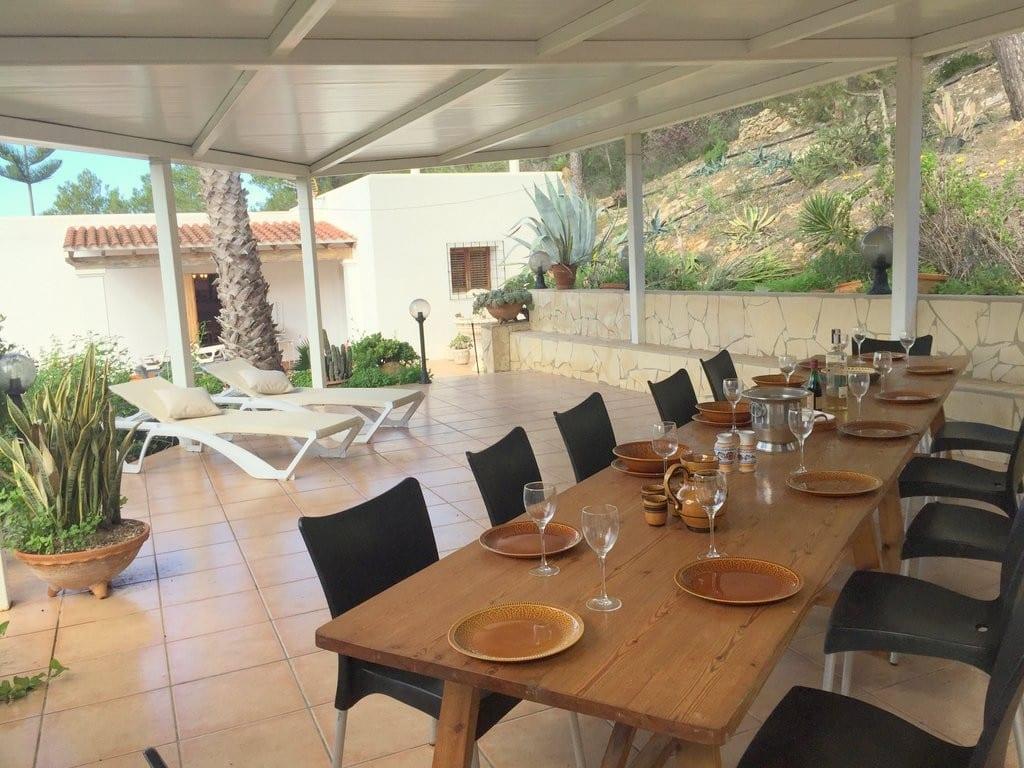 villa alexa outside dining