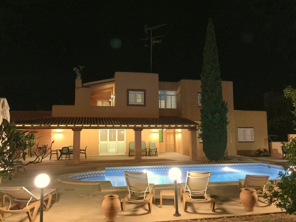 Villa close to Ibiza town with private pool